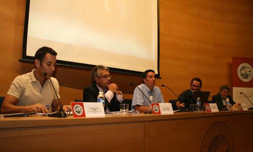 Dr. Nacho García Pineda (SBMFiC), Dr. Juan A. Pérez Artigues (Comib), Dr. Rafael Palmer (Médico y Abogado), Dr. Miguel Reyero (Médicos del Mundo) y Jaime Bueno (Abogado).