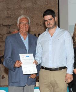 Recoge el premio el hermano de la doctora Forteza Valades