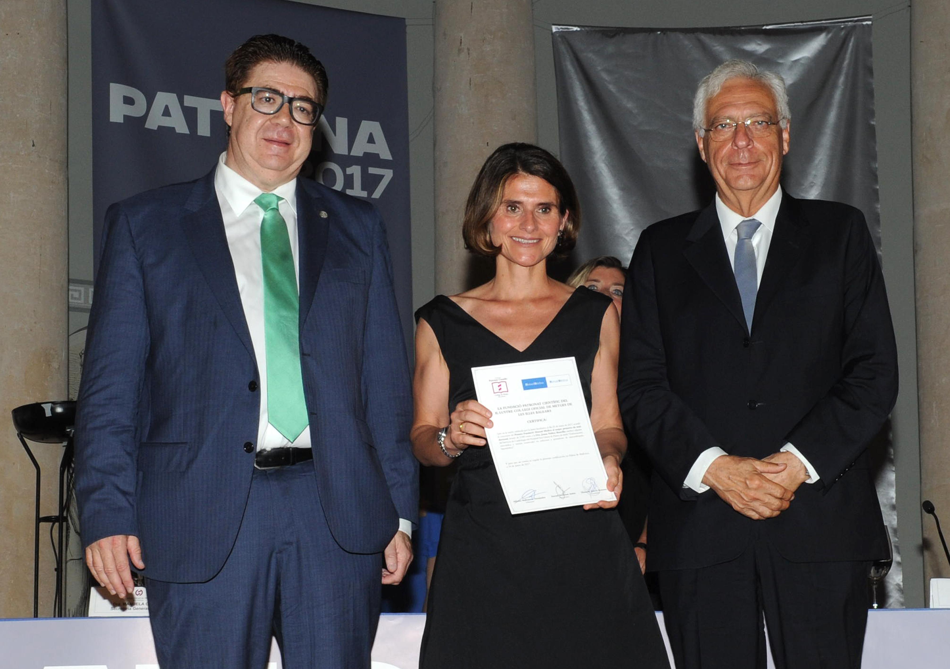 Entrega de la Beca MUTUAL MÉDICA a la Dra. Joana Núñez Morcillo