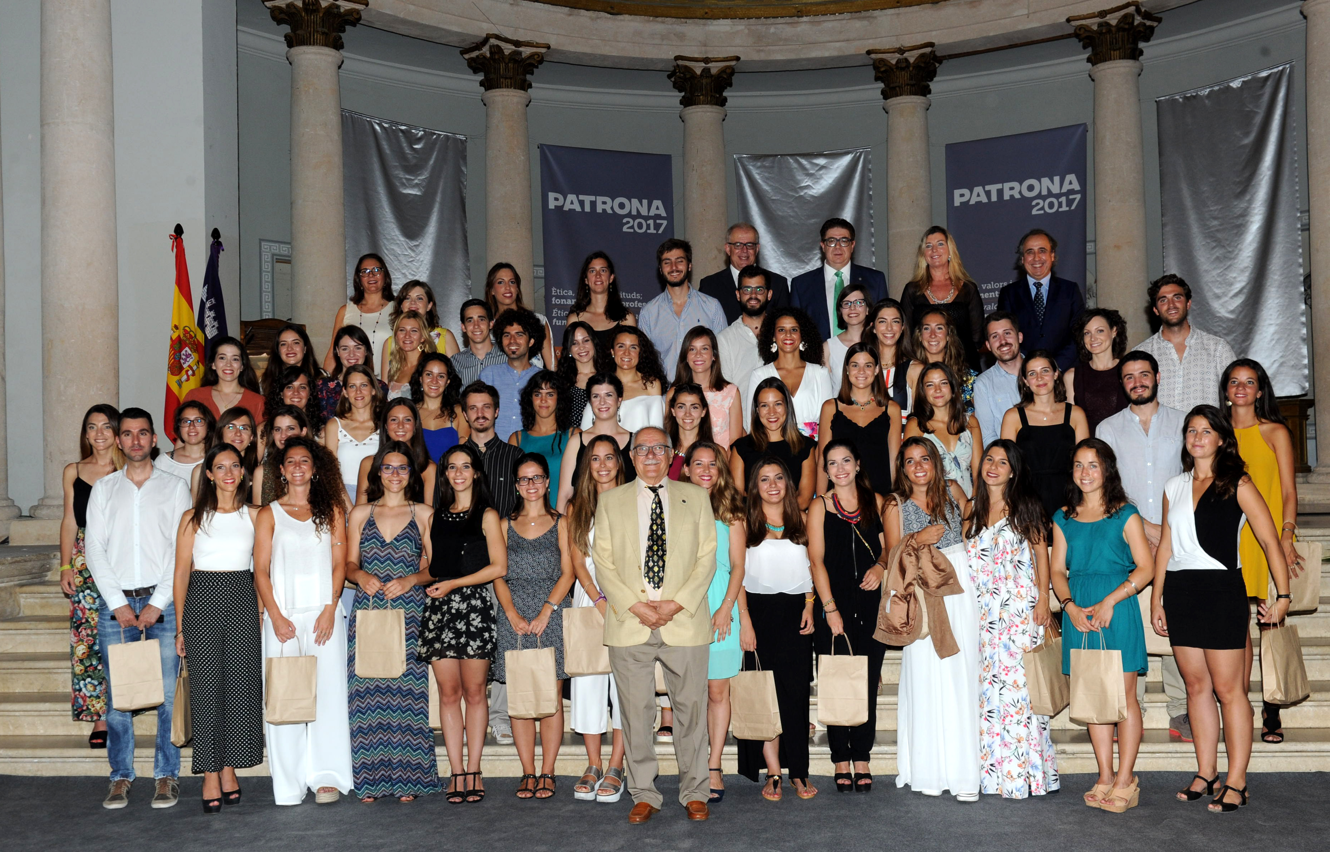Grupo nuevos medicos colegiados.PATRONA 2017_0302