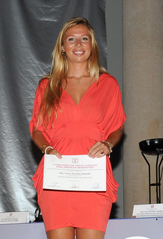 La Dra. Laura Escudero con su diploma