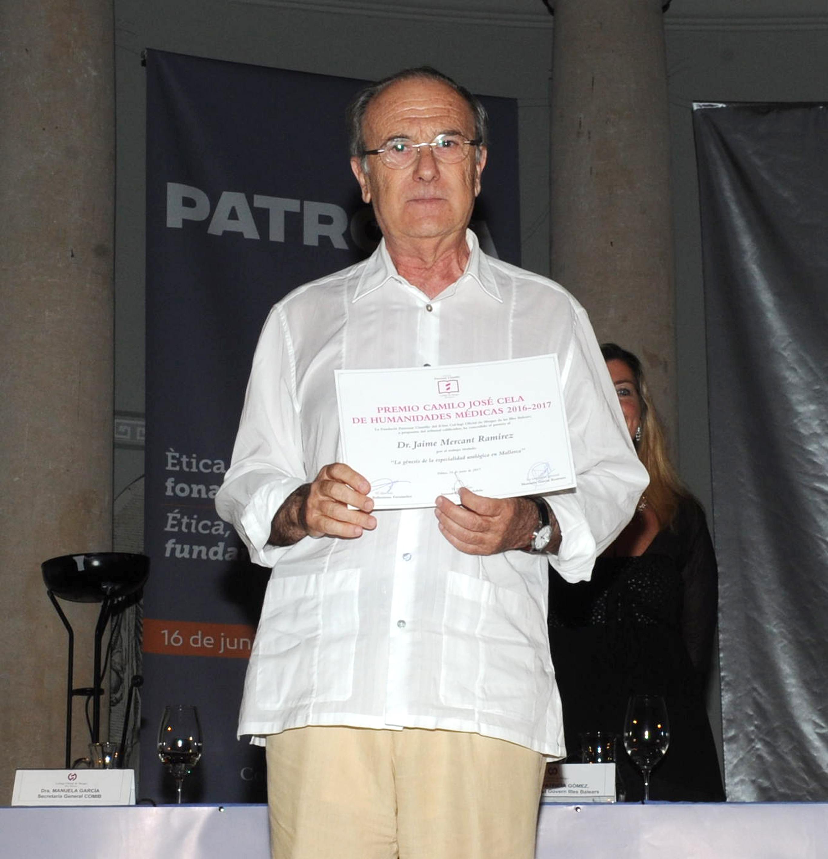 El doctor Jaume Mercant Ramírez recoge el premio