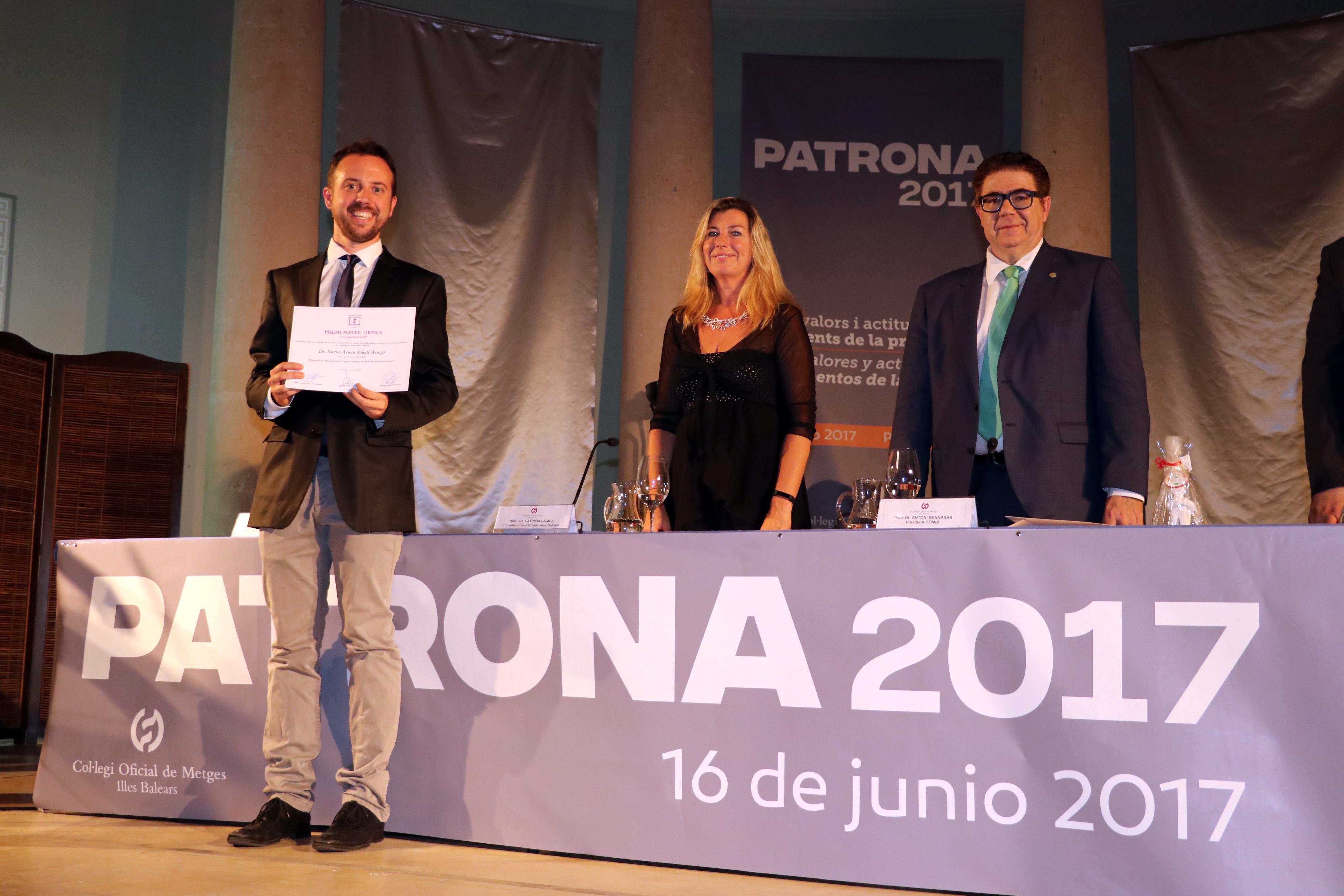 El doctor Xavier Arnau recoge el premio Mateu Orfila