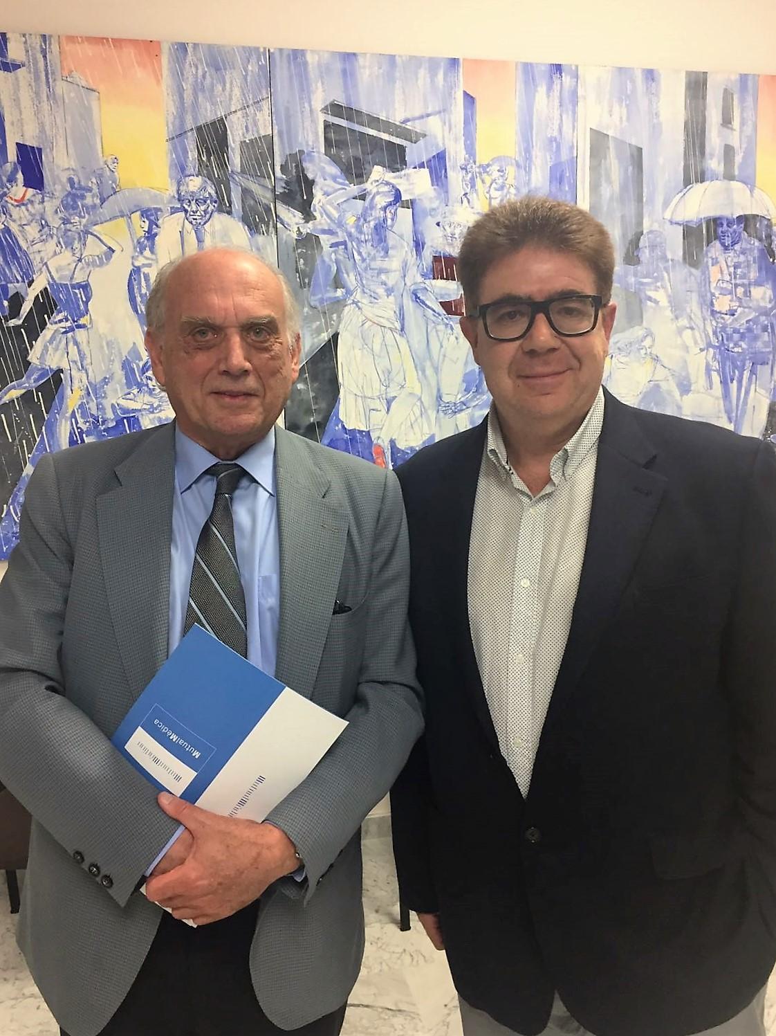 Dr. Luis A. Morales, presidente de Mutual Medica, y Antoni Bennasar.