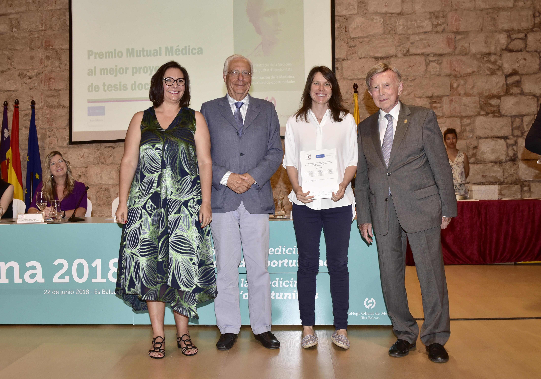 La Dra. Natàlia Bejarano Panadés recoge el premio