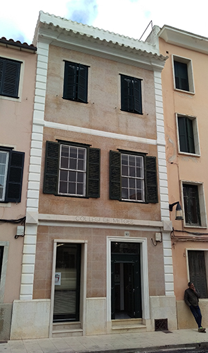 fachada sede menorca 300x600px