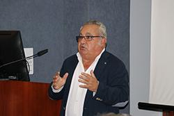 El Dr. Teo Cabanes inaugura la Galería